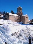 L'endemà de la gran nevada El monestir de Camprodon, ben nevat. Foto: Deniel Rodríguez