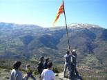 L'any 2010 en 100 imatges Hissada de la senyera a les Pasqüetes de Pardines. Foto: Joan Vila i Triadú