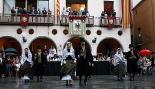 L'any 2010 en 100 imatges Ball dels Pabordes passat per aigua a la Festa Major de Sant Joan. Foto: Arnau Urgell