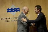Resum 2011 Relleu a la presidència del Consell Comarcal: d'Enric Pérez a Miquel Rovira. Foto: Adrià Costa