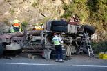 Resum 2011 Accident d'un camió de troncs al pont de la Cabreta de Campdevànol. Foto: Arnau Urgell