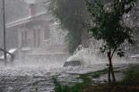 Fortes tempestes al Ripollès 16-21 de juliol Un embornal sobreeixint a Ripoll on van caure 50 litres (21 de juliol). Foto: Arnau Urgell