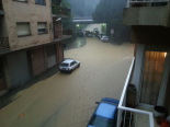 Fortes tempestes al Ripollès 16-21 de juliol El carrer Concepció Ducloux de Ripoll mig inundat (21 de juliol). Foto: Pep Carbonell