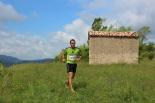 I Cursa de les Quatre Ermites de Ripoll Un corredor, al seu pas per Sant Roc. Foto: B&B Sports