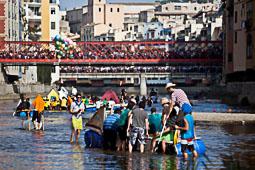 Fires de Sant Narcís de Girona 2014: baixada pel riu Onyar i pilar de 4 per les escales de la Catedral