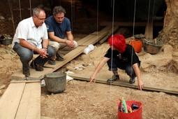 Restes homínides a la Cova de les Teixoneres de Moià, 2016 Imatge del punt de la Cova de les Teixoneres on va ser trobada la dent del nen neandertal de fa 50.000 anys a Moià