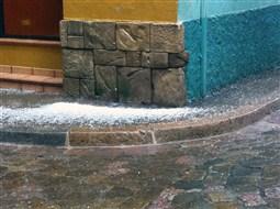 Efectes del ruixat torrencial amb calamarsa a Berga