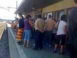 Manifestació 10-J: les fotos dels ciutadans L'andana de Mollet plena. Foto: Joan Guirado