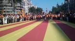 Manifestació 10-J: les fotos dels ciutadans Senyera abans de començar la marxa. Foto: Adrià Costa