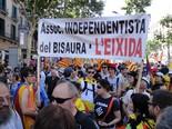 Manifestació 10-J: les fotos dels ciutadans Pancarta de l'Associació independentista del Bisaura.