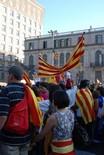 Manifestació 10-J: les fotos dels ciutadans Senyeres a davant del Palau Robert. Foto: Sergi Pich