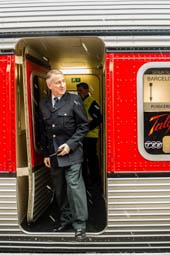 Les millors fotos de la setmana de Nació Digital   L'Associació d'Amics del Ferrocarril 5a Zona de Badalona organitza un viatge amb el «Catalán Talgo» per la línia Barcelona-Ripoll-Puigcerdà. Foto: José M. Gutiérrez