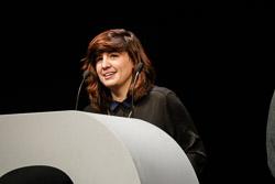 Premis Enderrock 2015 Joana Serrat recollint el premi Enderrock a Millor artista en altres llengües per la crítica