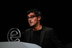 Premis Enderrock 2015 L'escenògraf i director audiovisual, Albert Danés, recollint el premi Enderrock Estrella