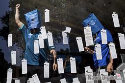 Les millors fotos de la setmana de Nació Digital Els treballadors en vaga de Movistar han ocupen la botiga que la companyia té a plaça Catalunya. Foto: Adrià Costa
