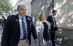 Les millors fotos de la setmana de Nació Digital La vicepresidenta, Joana Ortega, anuncia que deixa la política la mateixa tarda que Unió decideix deixar l'executiu, presidit per Artur Mas.</br> Foto:  Adrià Costa