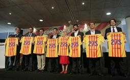 Les millors fotos de la setmana de Nació Digital   Bartomeu, Laporta, Benedito i Freixa pacten un document sobiranista amb els representants de l'ANC, Òmnium, la Plataforma ProSeleccions i la Unió de Federacions Esportives Catalanes.</br> Foto: Albert Alemany
