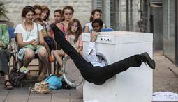 Les millors fotos de la setmana de Nació Digital   «Heart Wash» de la Cia. Mar Gómez, al Festival 30 Nits de Sabadell.</br> Foto: Juanma Peláez
