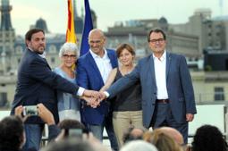 Les millors fotos de la setmana de Nació Digital Presentació de la candidatura Junts pel Sí. </br> Foto: Iván Giménez