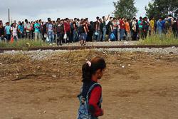 El drama dels refugiats sirians, a la frontera de Macedònia Cua per entrar a Macedònia. (24 d'agost). Foto: Sergi Cámara