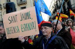 Les millors fotos de la setmana de Nació Digital Concentració de Societat Civil Catalana «El procés ens roba» a plaça Sant Jaume.  Foto: Ivan Giménez