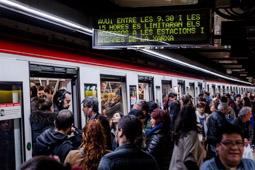 Les millors fotos de la setmana de Nació Digital TMB tanca uns 40 accessos al metro de Barcelona per evitar aglomeracions durant la vaga.  Foto: Adrià Costa