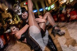 Les millors fotos de la setmana de Nació Digital <a href='http://www.naciodigital.cat/sitges/galeria/18/pagina1/rua/extermini/carnaval/sitges/2016'>Rua de l'Extermini del Carnaval de Sitges</a>. </br> Foto: Adrià Costa