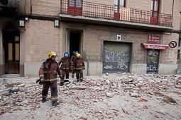 Les millors fotos de la setmana de Nació Digital <a href='http://www.naciodigital.cat/sabadell/galeria/129/pagina1/ensorrament/teulada/casa/placa/valles'>El vent ensorra part d'una façana i un sostre a la plaça Vallès de Sabadell</a>. </br> Foto: Juanma Peláez