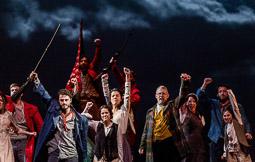 Les millors fotos de la setmana de Nació Digital <a href='http://www.naciodigital.cat/noticia/102863/arriba/barcelona/fang/setge/gran/musical/1714'>Arriba a Barcelona «Fang i setge», el gran musical del 1714 </a>. </br> Foto: Adrià Costa