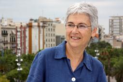 Muriel Casals, tota una vida de lluita 22/07/2010. Casals després d'entregar la pancarta de la manifestació del 10-J al Museu d'Història de Catalunya. Foto Margarida Amengual.