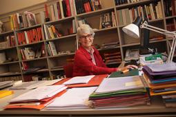 Muriel Casals, tota una vida de lluita 08/07/2011. Muriel Casals, al seu despatx a la seu d'Òmnium. Foto Elisenda Rosanes