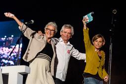 Muriel Casals, tota una vida de lluita 25/09/2015. Muriel Casals amb Eduardo Reyes i Carme Forcadell a l'acte final de la campanya de Junts pel Sí a Montjuïc. Foto: Adrià Costa.