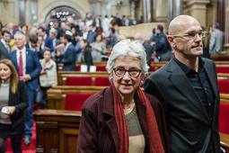 Muriel Casals, tota una vida de lluita 12/11/2015. Muriel Casals amb Raül Romeva, en finalitzar el segon debat d'investidura al Parlament de Catalunya. Foto: Adrià Costa.