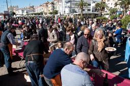 Les millors fotos de la setmana de Nació Digital <a href='http://www.naciodigital.cat/naciofotos/galeria/14122/pagina1/galerada/popular/2016'>Galerada popular de Cambrils</a>. </br> Foto: Josep Martí