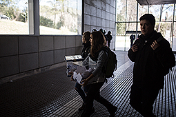 Tercer dia de vaga i manifestació d'estudiants a Barcelona Els estudiants de la UAB es dirigeixen a la manifestació de Barcelona
