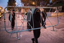 Les millors fotos de la setmana de Nació Digital <a href='http://www.naciodigital.cat/naciofotos/galeria/14170/barricades/uab/nova/vaga/estudiants'>Barricades a la UAB en una nova vaga d'estudiants</a>. </br> Foto: Carles Palacio