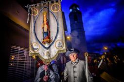Les millors fotos de la setmana de Nació Digital <a href='http://www.naciodigital.cat/osona/noticia/49862/fotos/gran/festa/torna/recordar/martirs/gleva/1714'>Commemoració dels Fest de la Gleva de 1714.</a>. </br> Foto: Josep M. Montaner