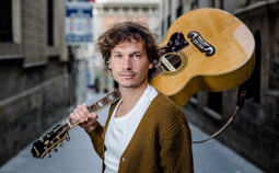 Les millors fotos de la setmana de Nació Digital <a href='http://www.naciodigital.cat/noticia/103895/ramon/mirabet/he/viscut/musica/manera/molt/intuitiva'>Ramon Mirabet: «He viscut la música de manera molt intuïtiva».</a>. </br> Foto: Adrià Costa