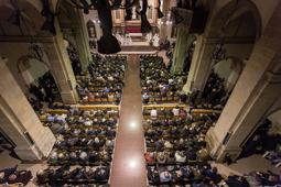 Les millors fotos de la setmana de Nació Digital <a href='http://www.naciodigital.cat/bergueda/noticia/5216'>Totes les ànimes de l'església i de la política acomiaden mossèn Ballarín.</a> </br> Foto: Carles Palacio