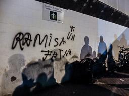 Les millors fotos de la setmana de Nació Digital ensió entre l'empresari i els vaguistes, amb insults racistes, amenaces i empentes, durant la jornada de vaga a l'escorxador Esfosa de Vic. Foto: José M. Gutiérrez