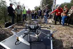 Les millors fotos de la setmana de Nació Digital Endesa utilitza drons per renovar el cablejat d'una línia d'alta tensió al Parc Natural de Sant Llorenç del Munt. Foto: Cristóbal Castro
