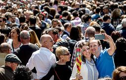 Les millors fotos de la setmana de Nació Digital Sant Jordi omple de roses i llibres el país. Foto: Adrià Costa