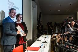 Les millors fotos de la setmana de Nació Digital Collboni i colau han presentat la «Proposta d'acord de govern d'esquerres per Barcelona». Foto: Adrià Costa