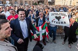 Les millors fotos de la setmana de Nació Digital Més de 1.000 persones «abracen» Arnaldo Otegi a Barcelona. Foto: Adrià Costa