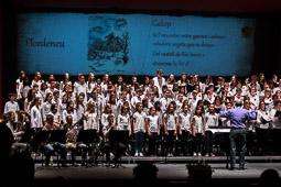 Les millors fotos de la setmana de Nació Digital Canigó, cantat per més d'un miler de persones pel 50è aniversari de la flama. Foto: José M. Gutiérrez