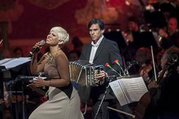 Les millors fotos de la setmana de Nació Digital <a href='http://www.naciodigital.cat/naciofotos/galeria/14453/pagina1/tangos/amb/pasion/vega/osv'>Concert de Tangos de l'Orquestra SImfònica del Vallès i Pasión Vega, al Palau de la Música Catalana.</a></br> Foto: Juanma Peláez