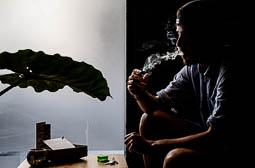 Les millors fotos de la setmana de Nació Digital L'Ajuntament de Barcelona aprova un pla especial urbanístic que prohibeix els clubs de fumadors de marihuana en un radi de 100 metres de les escoles i altres equipamentsa. Foto: Adrià Costa