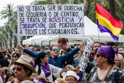 Les millors fotos de la setmana de Nació Digital El morat s'apodera de l'Arc de Triomf per escoltar Pablo Iglesias. Foto: Adrià Costa