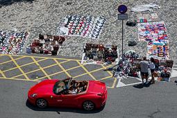 Les millors fotos de la setmana de Nació Digital <a href='http://www.naciodigital.cat/'>El comerç exigeix a Colau mà dura contra els manters, que resisteixen al port .</a></br> Foto: Adrià Costa