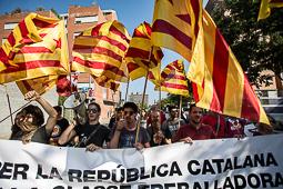Les millors fotos de la setmana de Nació Digital Una setantena de persones es concentra davant del Palau de Congressos, on se celebren els Premis Princesa de Girona, per mostrar el seu rebuig al monarca . Foto: Carles Palacio